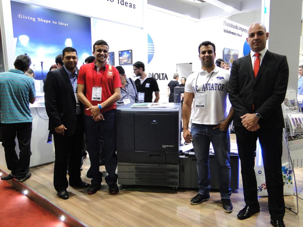 Equipes da Ayca e da Luggui durante a última PhotoImageBrasil
